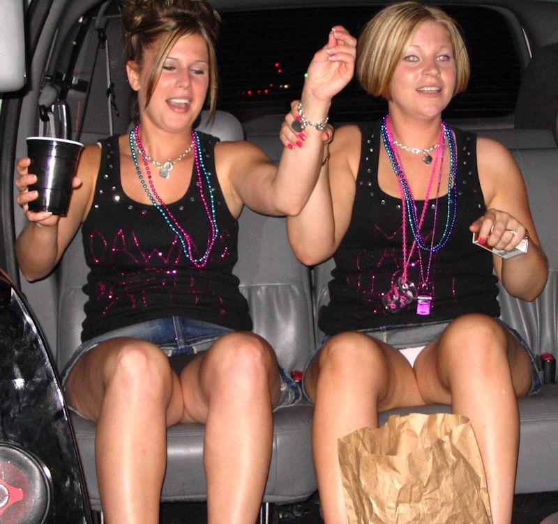 【ビッチ確定】素人さん、リムジン女子会で酔った勢いで豪快に脱ぐwwwwwwww(画像あり)・14枚目