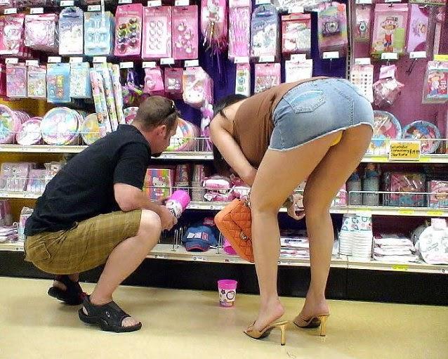 【激写】スーパーで買い物中の素人妻のパンチラが気になりすぎる件wwwwwww(※画像あり)・18枚目