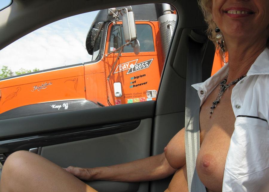 【※痴女注意】煽りまくる女だらけの車内の様子がこちら。(画像あり)・21枚目