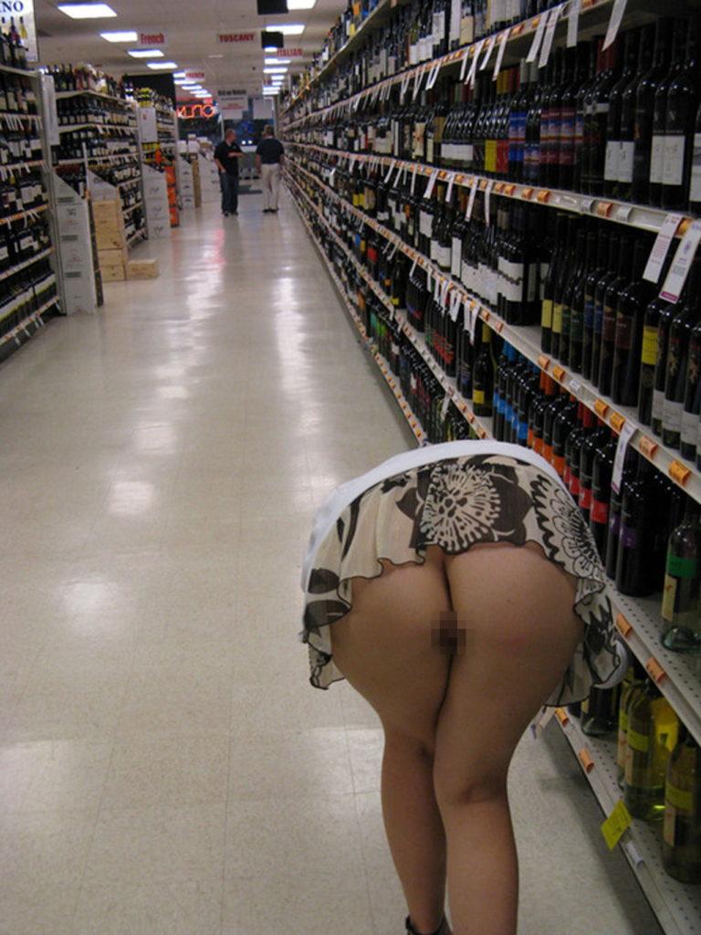 【激写】スーパーで買い物中の素人妻のパンチラが気になりすぎる件wwwwwww(※画像あり)・22枚目
