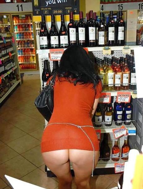 【激写】スーパーで買い物中の素人妻のパンチラが気になりすぎる件wwwwwww(※画像あり)・25枚目