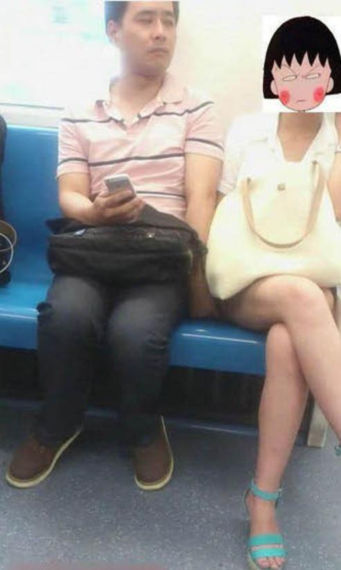 【※驚愕】地下鉄に現る痴漢魔の犯行現場がこちら・・・・・・・30枚目