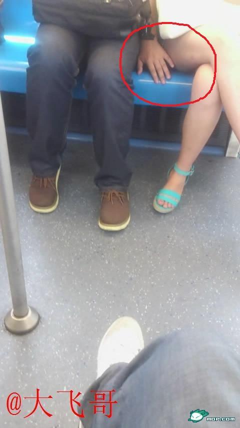 【※驚愕】地下鉄に現る痴漢魔の犯行現場がこちら・・・・・・・31枚目