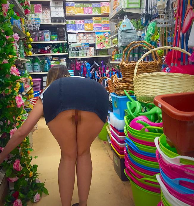 【激写】スーパーで買い物中の素人妻のパンチラが気になりすぎる件wwwwwww(※画像あり)・7枚目