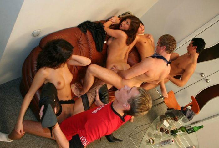「SEXはみんなで楽しく」をモットーに開かれる乱交パーティをご覧下さいwww・8枚目
