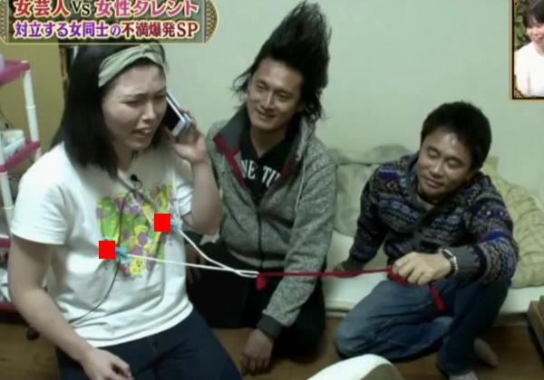 【画像あり】浜田雅功さん、尼神誠子のチクビを弄ぶ。