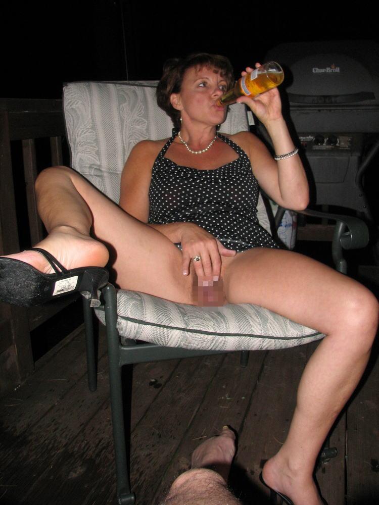 【※悲惨】酒一気飲みして男たちの餌食になってる女の子たち(画像あり)・30枚目