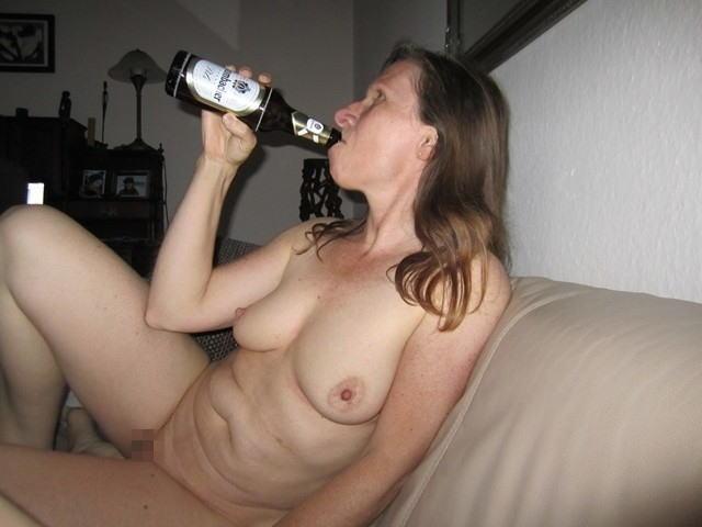 【※悲惨】酒一気飲みして男たちの餌食になってる女の子たち(画像あり)・31枚目