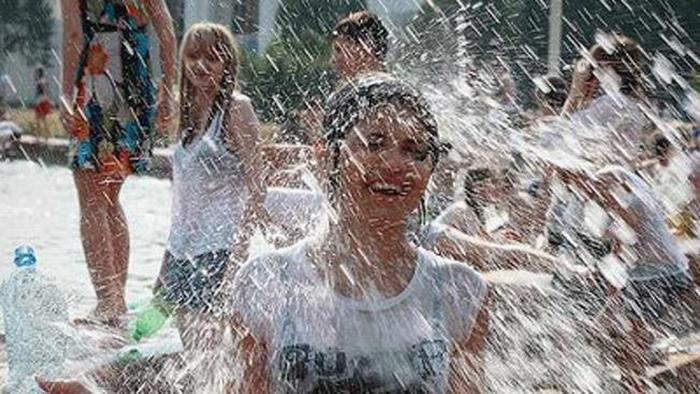 【※朗報】ロシアの水掛けのお祭り、余裕でヌケる問題・・・(画像39枚)・31枚目