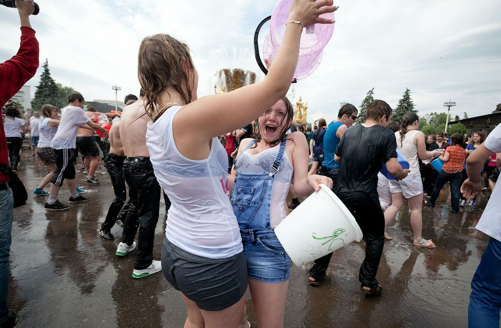 【※朗報】ロシアの水掛けのお祭り、余裕でヌケる問題・・・(画像39枚)・34枚目