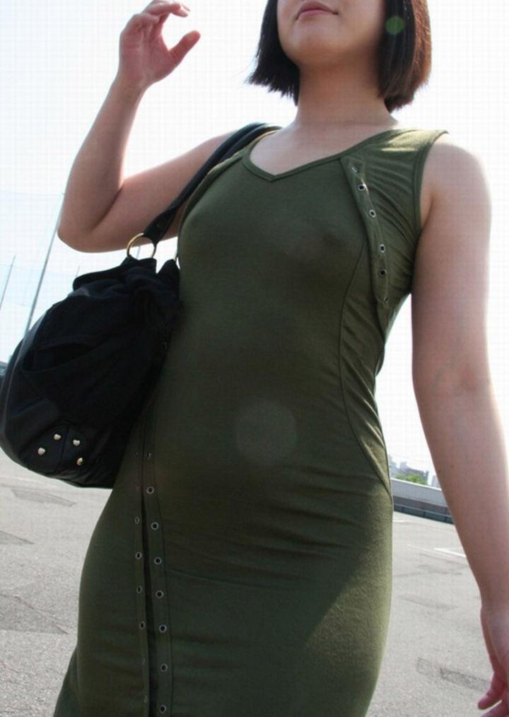 【乳首ぽっち】ビーチクの形がハッキリ分かる女性たちの画像まとめ。(47枚)・32枚目