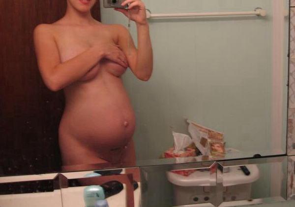【妊婦エロ】ボテ腹まんさんのヌード記念写真。出ベソ率高いなwwwwww