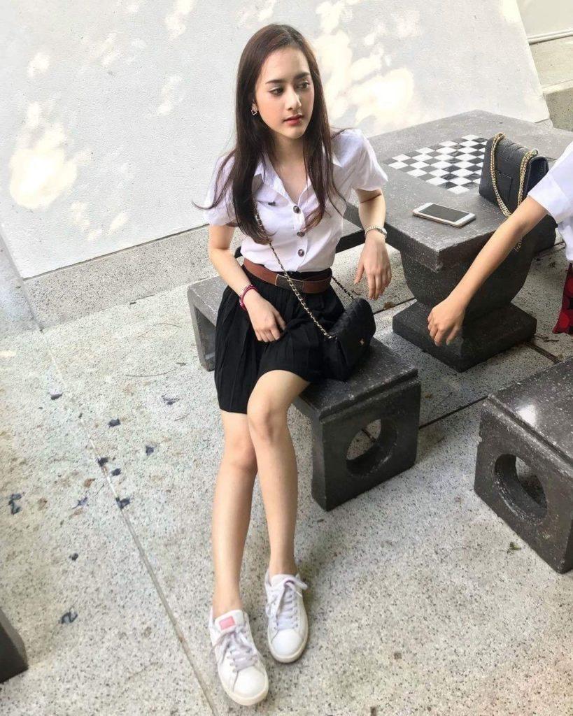 【画像あり】タイの女子学生の制服がエロい画像まとめ。これ男じゃないよね??・1枚目