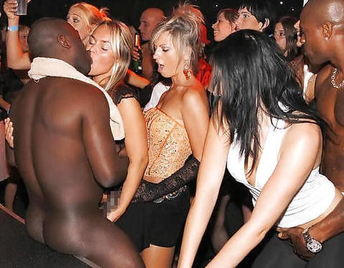 【エロ画像】夜遊び女子がクラブに行ったらこうなる…これは引くわ。。・10枚目