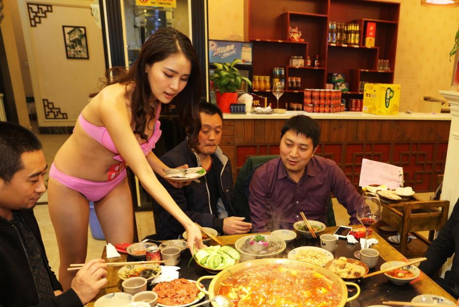 【画像あり】儲ける為に何でもヤル中国さんセクシー居酒屋を開店する。これは行きたいわwwwwww・10枚目