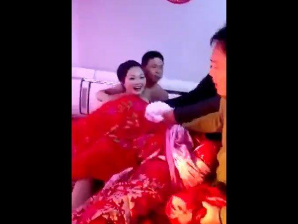 """【マジキチ】中国の結婚式で実際に行われている""""悪行""""がこちら・・・流石っす。。(画像あり)・10枚目"""