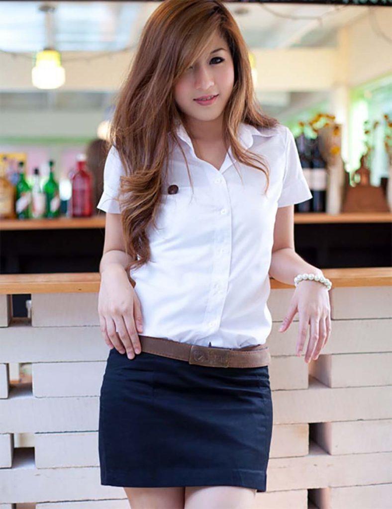 【画像あり】タイの女子学生の制服がエロい画像まとめ。これ男じゃないよね??・11枚目