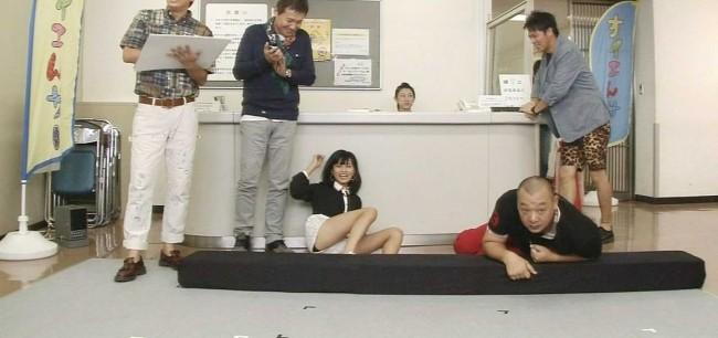 【小島瑠璃子】こじるりさん、胸元ユルユルの衣装で視聴者に期待させるwwwww(画像あり)・37枚目