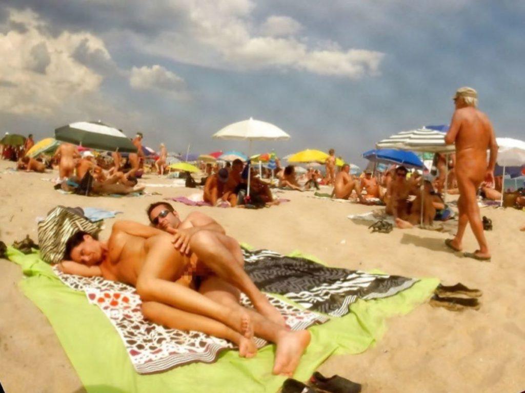 ヌーディストビーチでSEXしてる光景で一発抜ける奴ちょっと来い(画像36枚)・12枚目