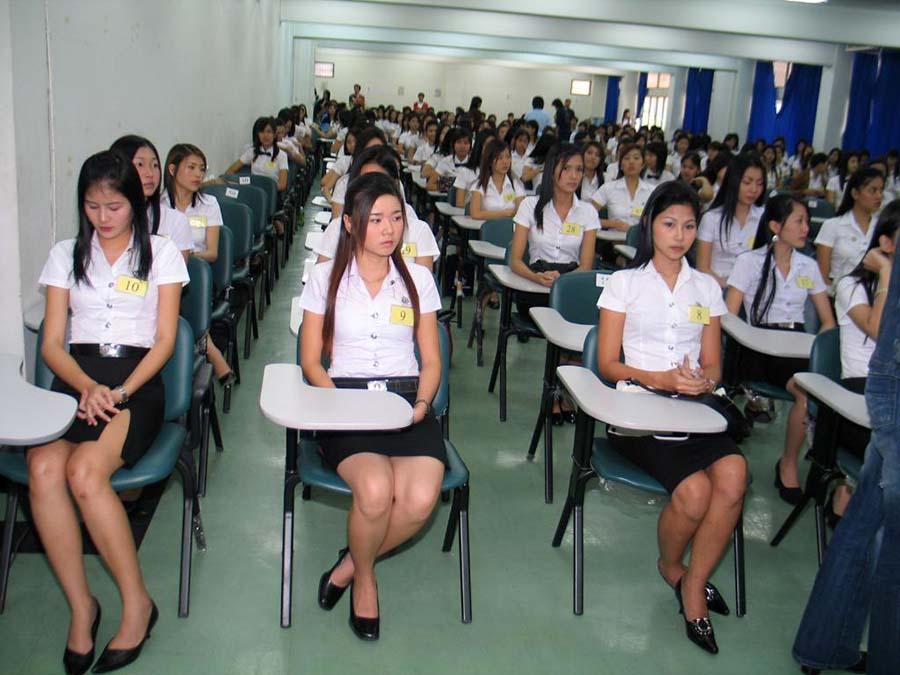 【画像あり】タイの女子学生の制服がエロい画像まとめ。これ男じゃないよね??・12枚目