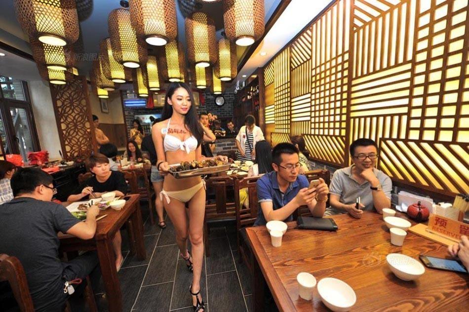 【画像あり】儲ける為に何でもヤル中国さんセクシー居酒屋を開店する。これは行きたいわwwwwww・12枚目