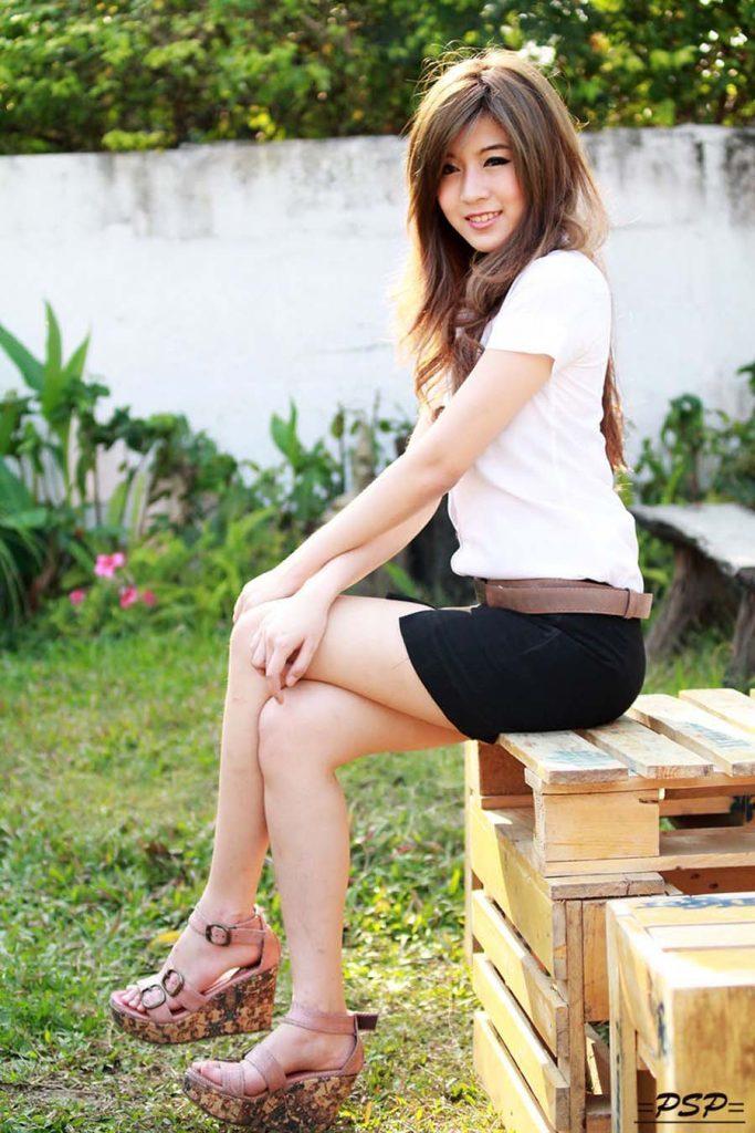 【画像あり】タイの女子学生の制服がエロい画像まとめ。これ男じゃないよね??・14枚目