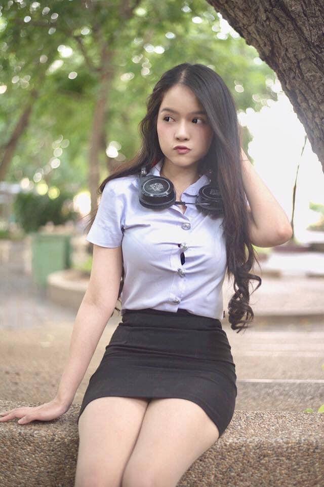 【画像あり】タイの女子学生の制服がエロい画像まとめ。これ男じゃないよね??・15枚目