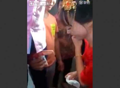 """【マジキチ】中国の結婚式で実際に行われている""""悪行""""がこちら・・・流石っす。。(画像あり)・16枚目"""