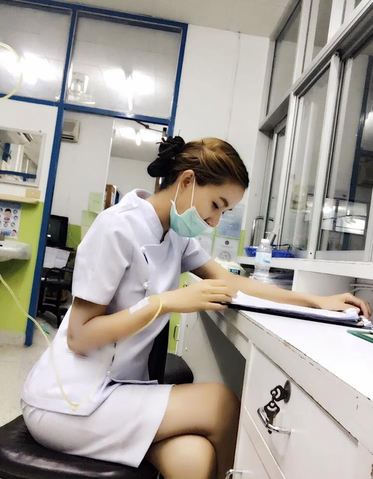 【画像あり】タイで入院したワイ、ナースがエロすぎで勃起が止まらない・・・・17枚目