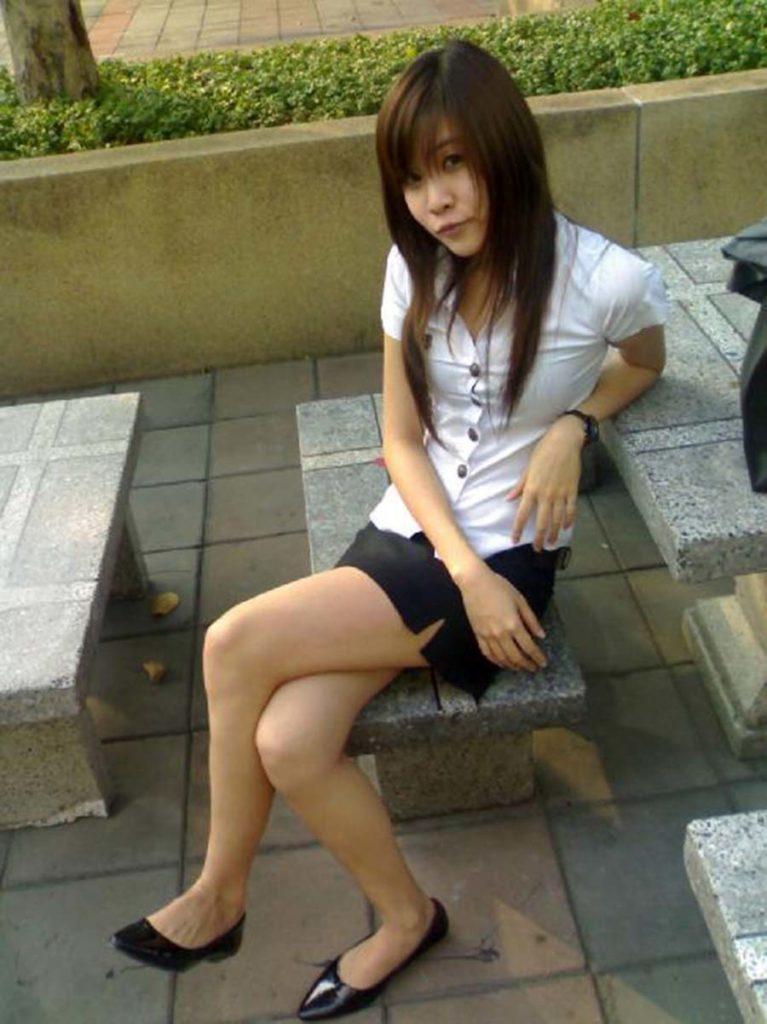 【画像あり】タイの女子学生の制服がエロい画像まとめ。これ男じゃないよね??・18枚目