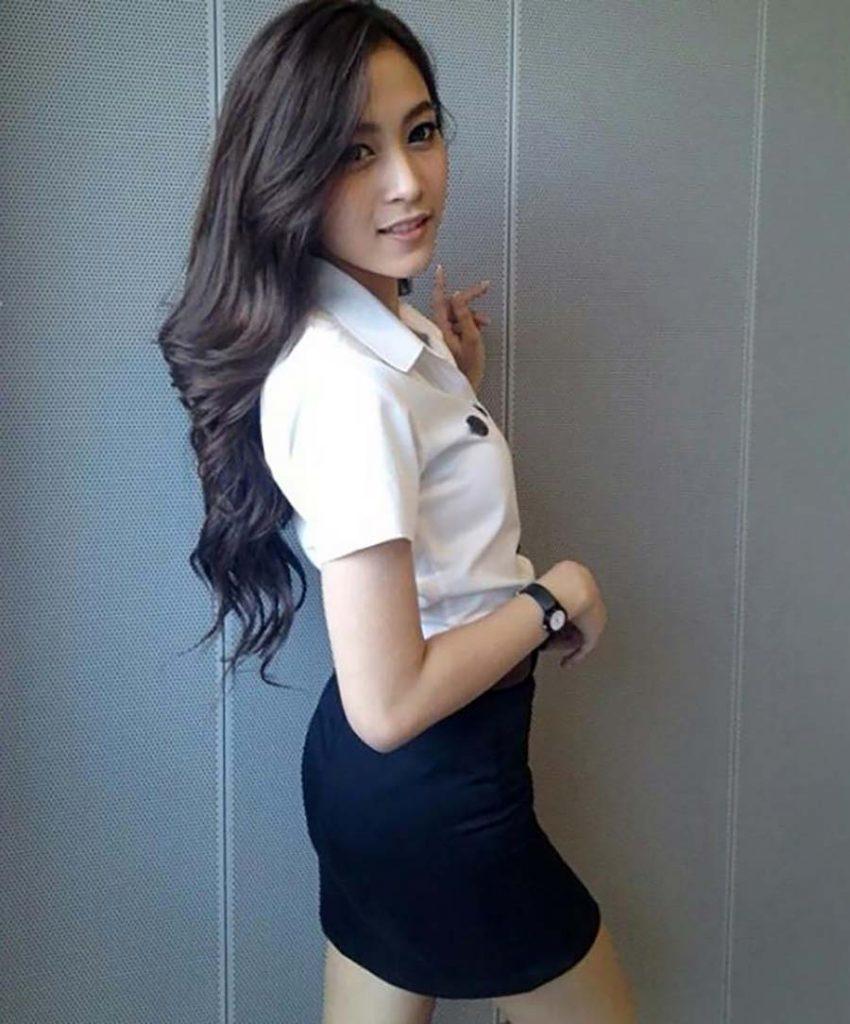 【画像あり】タイの女子学生の制服がエロい画像まとめ。これ男じゃないよね??・2枚目