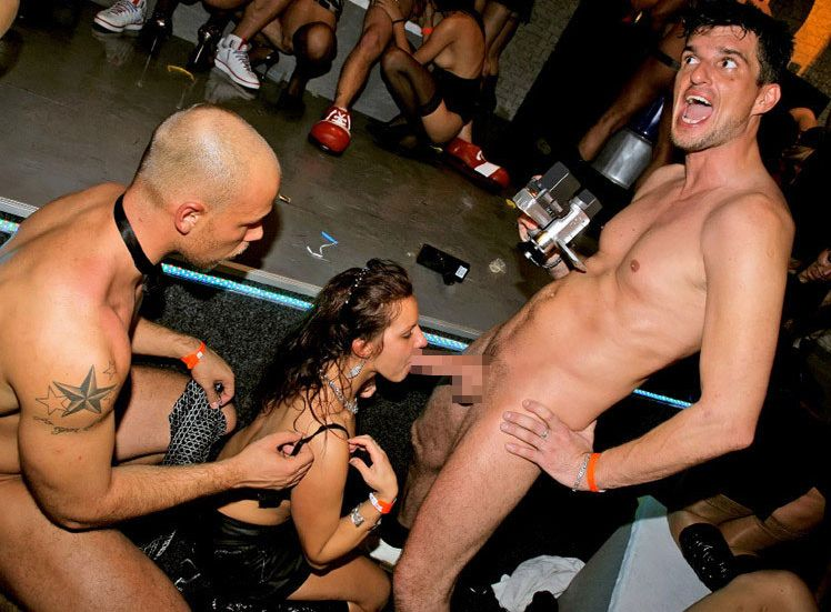 【エロ画像】夜遊び女子がクラブに行ったらこうなる…これは引くわ。。・20枚目