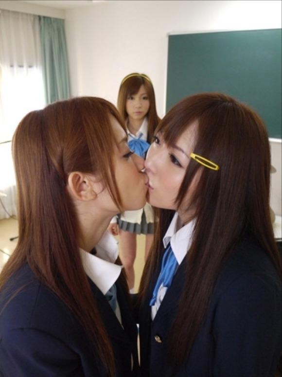 【エロ画像】レズJKさん、女子学生のくせに過激なプレイで欲望を解消する・・・・20枚目