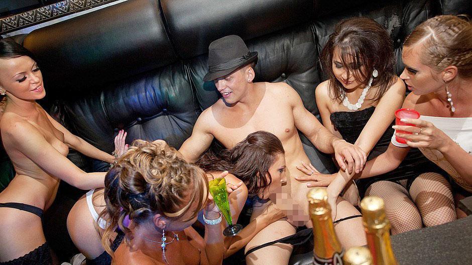 【エロ画像】夜遊び女子がクラブに行ったらこうなる…これは引くわ。。・21枚目