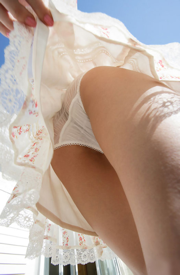 【イタズラ】ガチでスカート捲りされた女の子、その瞬間を撮影され晒されるwwwwww(画像あり)・21枚目
