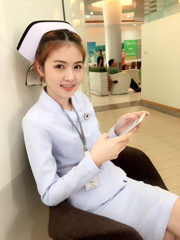 【画像あり】タイで入院したワイ、ナースがエロすぎで勃起が止まらない・・・・22枚目