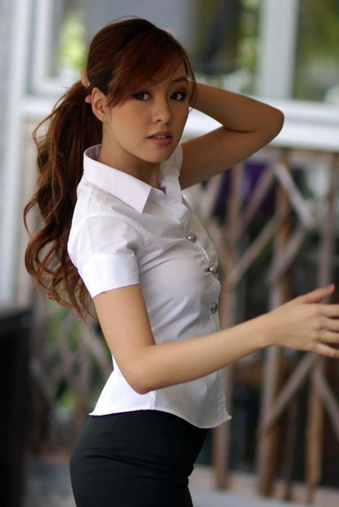 【画像あり】タイの女子学生の制服がエロい画像まとめ。これ男じゃないよね??・22枚目
