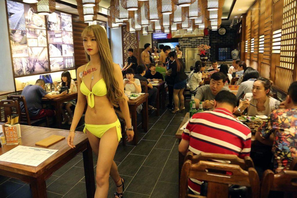 【画像あり】儲ける為に何でもヤル中国さんセクシー居酒屋を開店する。これは行きたいわwwwwww・22枚目