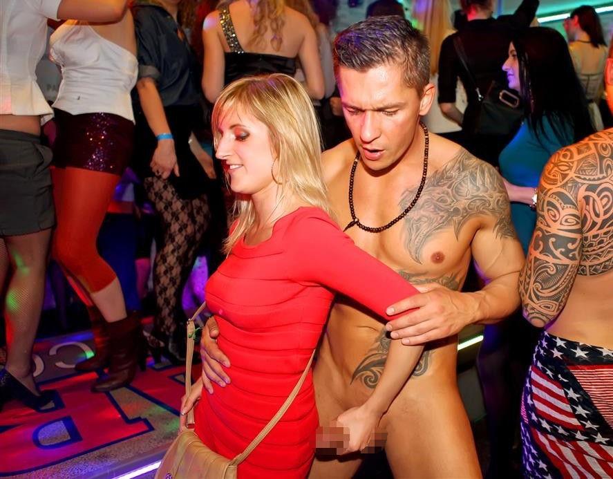 【エロ画像】夜遊び女子がクラブに行ったらこうなる…これは引くわ。。・24枚目