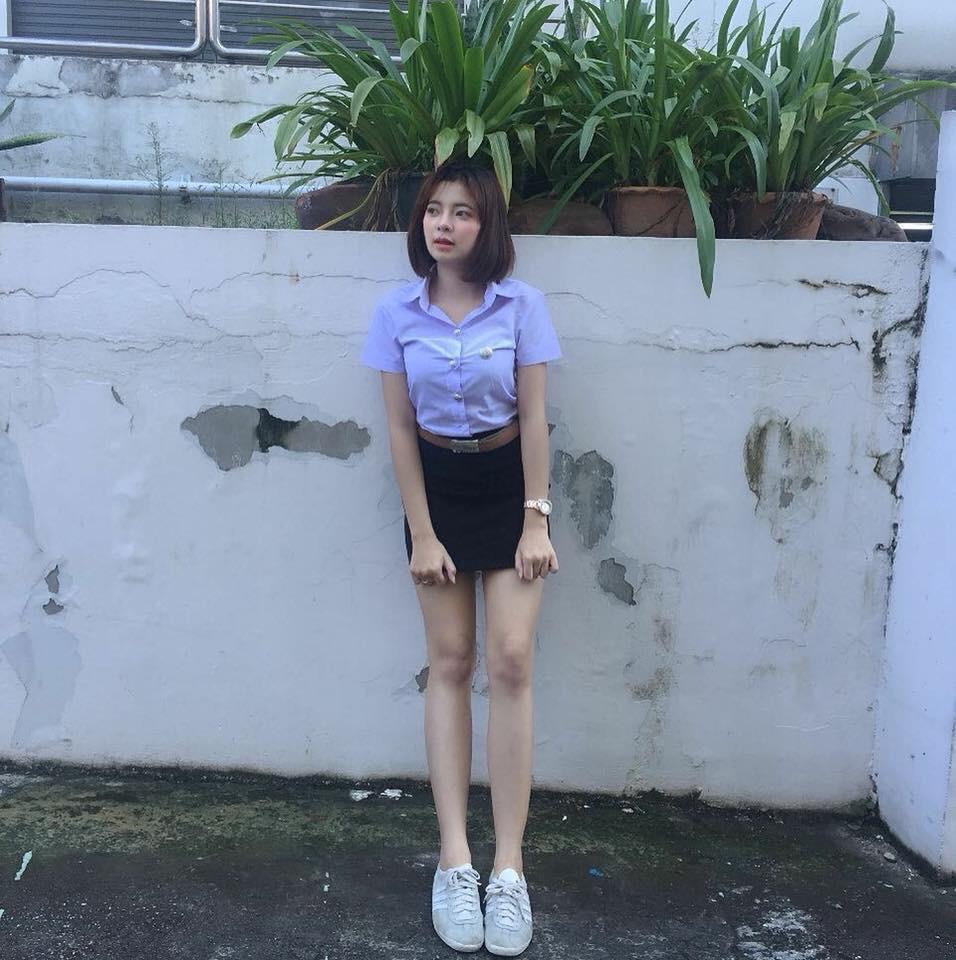【画像あり】タイの女子学生の制服がエロい画像まとめ。これ男じゃないよね??・25枚目