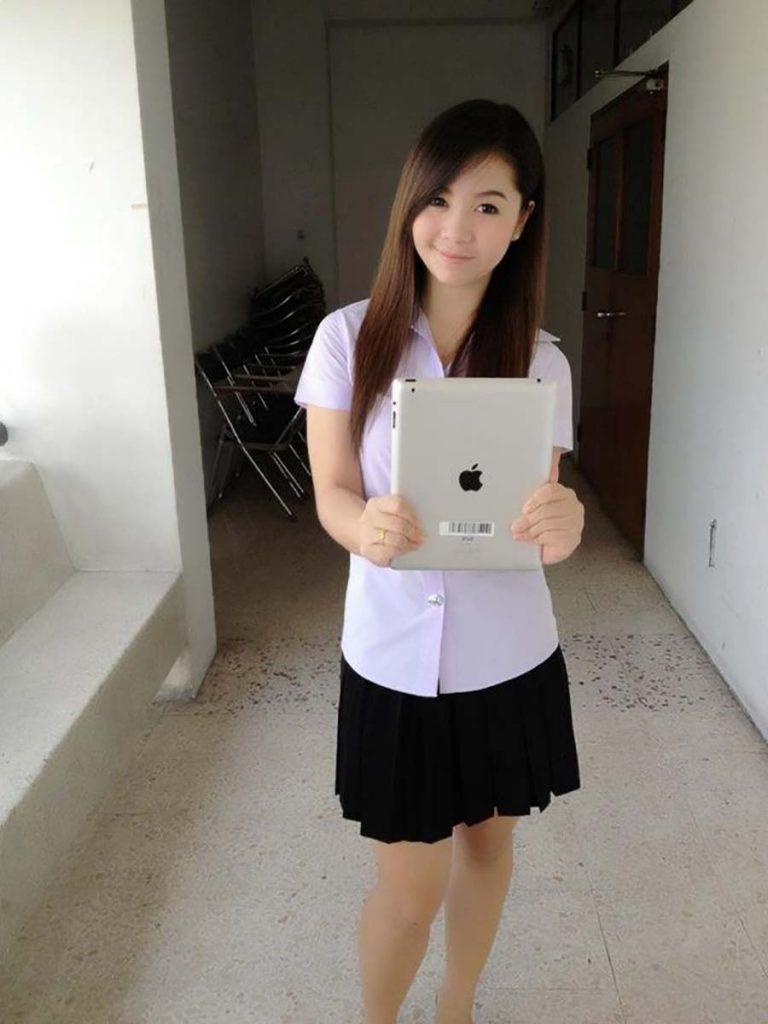 【画像あり】タイの女子学生の制服がエロい画像まとめ。これ男じゃないよね??・27枚目