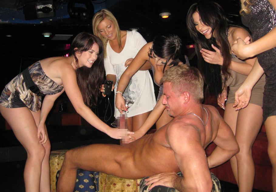 【エロ画像】夜遊び女子がクラブに行ったらこうなる…これは引くわ。。・27枚目