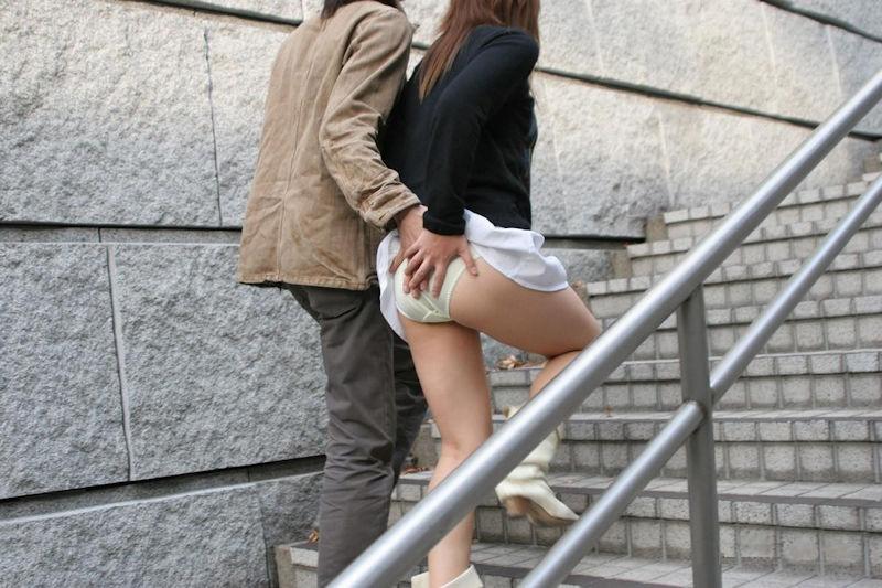 【イタズラ】ガチでスカート捲りされた女の子、その瞬間を撮影され晒されるwwwwww(画像あり)・27枚目