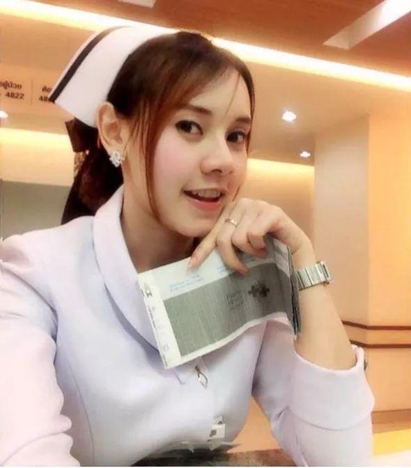 【画像あり】タイで入院したワイ、ナースがエロすぎで勃起が止まらない・・・・28枚目