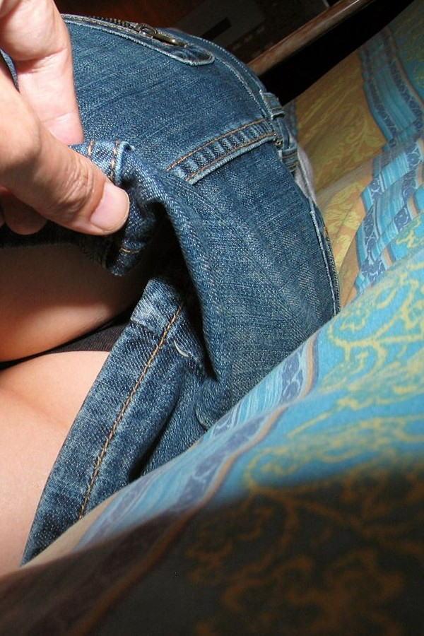 【イタズラ】ガチでスカート捲りされた女の子、その瞬間を撮影され晒されるwwwwww(画像あり)・28枚目