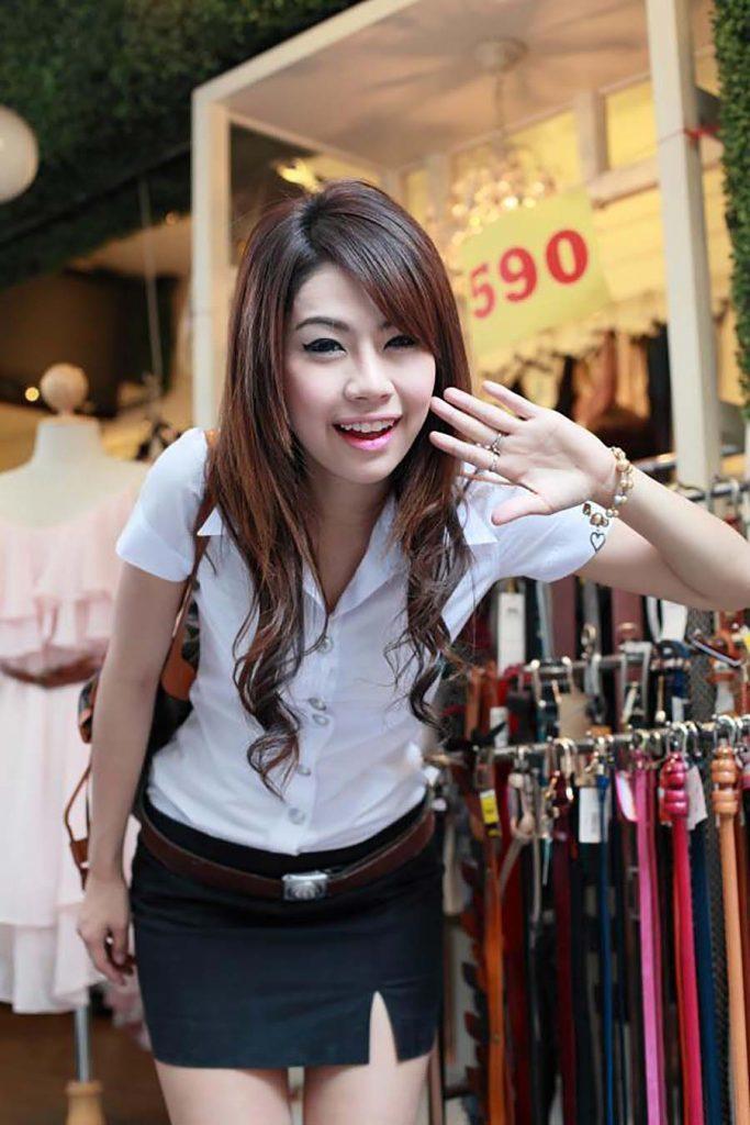 【画像あり】タイの女子学生の制服がエロい画像まとめ。これ男じゃないよね??・29枚目