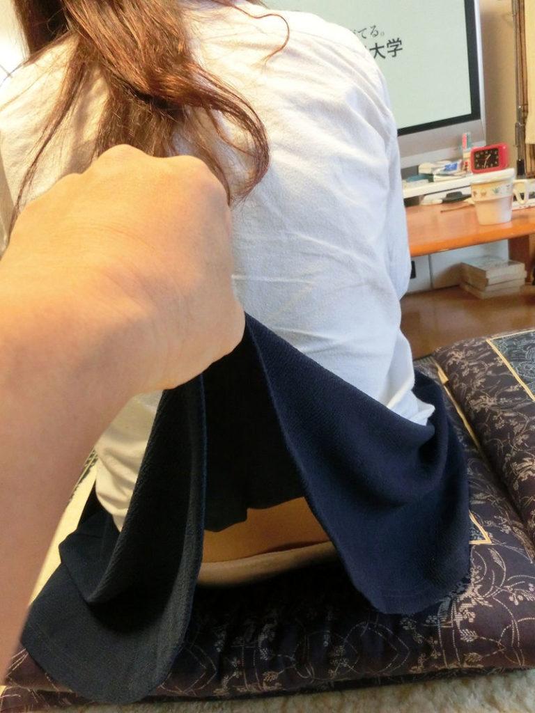 【イタズラ】ガチでスカート捲りされた女の子、その瞬間を撮影され晒されるwwwwww(画像あり)・29枚目