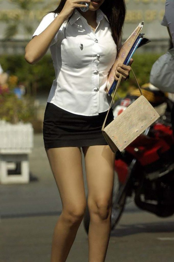 【画像あり】タイの女子学生の制服がエロい画像まとめ。これ男じゃないよね??・3枚目