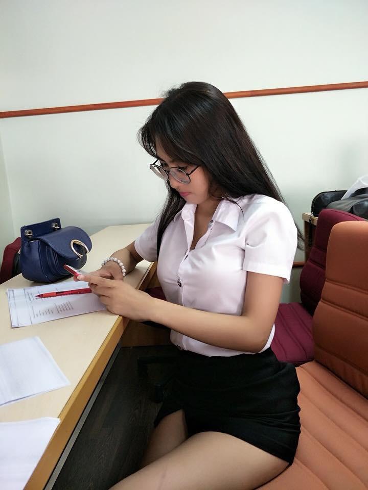 【画像あり】タイの女子学生の制服がエロい画像まとめ。これ男じゃないよね??・30枚目