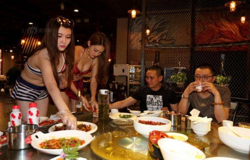 【画像あり】儲ける為に何でもヤル中国さんセクシー居酒屋を開店する。これは行きたいわwwwwww・30枚目